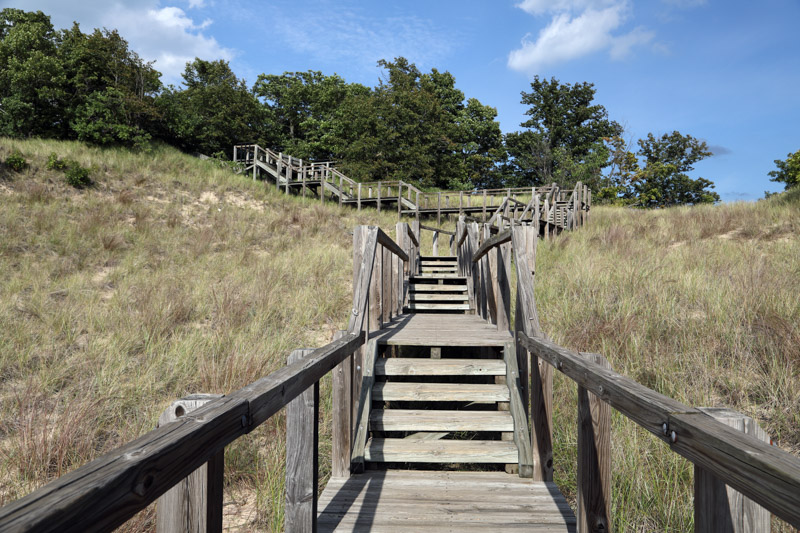 stairway-from-wooded-campsites-down-to-the-dunes-at-indiana-dunes.jpg