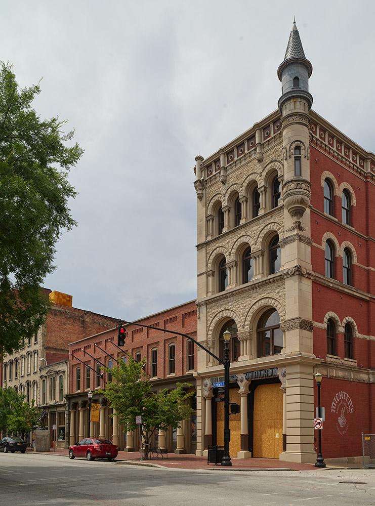an-ornate-downtown-building-in-downtown-louisville-kentucky.jpg