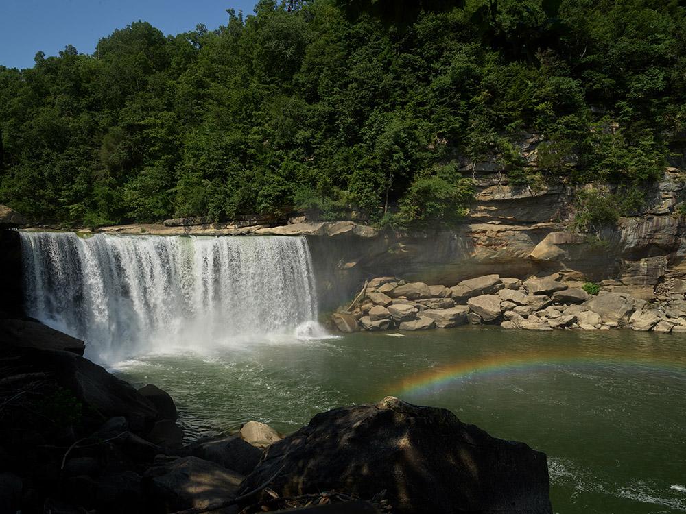 cumberland-falls-state-resort-park-in-southern-kentucky.jpg