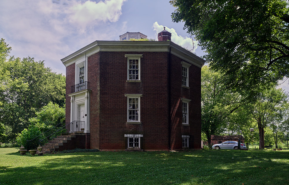 octagon-hall-an-eight-sided-antebellum-mansion-in-franklin-kentucky-just-above-the-tennessee-border.jpg