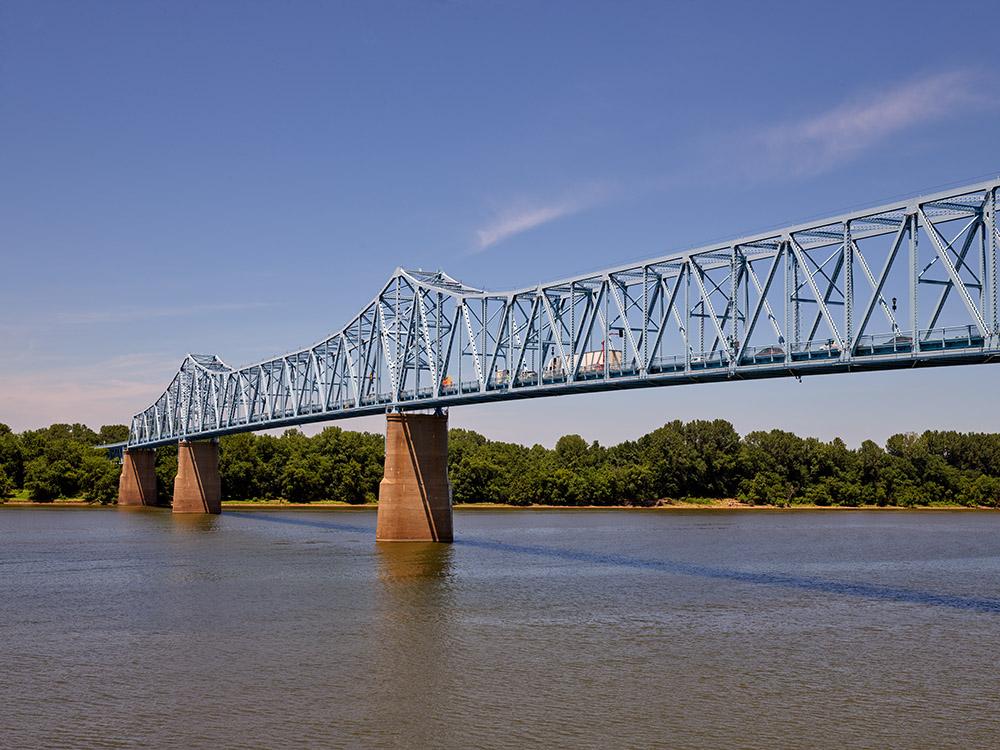owensboro-bridge-a-continuous-truss-span-over-the-ohio-river-connects-owensboro-kentucky.jpg