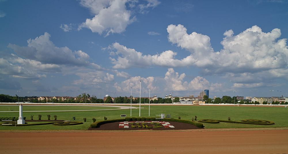 red-mile-a-legendary-racetrack-for-standardbred-trotting-horses-kentucky.jpg