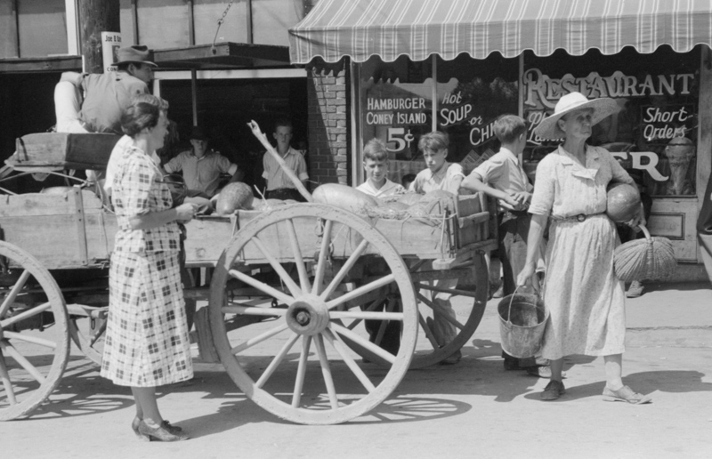 selling-watermelons-on-saturdays-and-court-day-in-jackson-breathitt-county-kentucky-1940.jpg