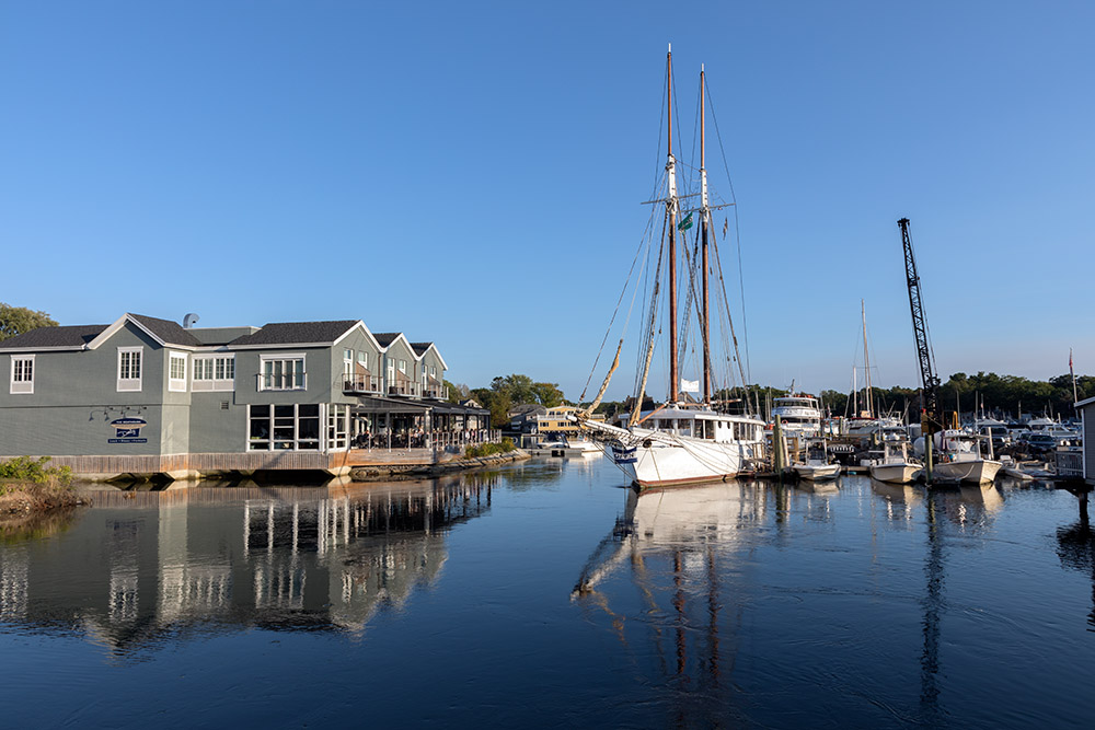 boathouse-waterfront-hotel-on-the-kennebunkport-maine-harbor.jpg