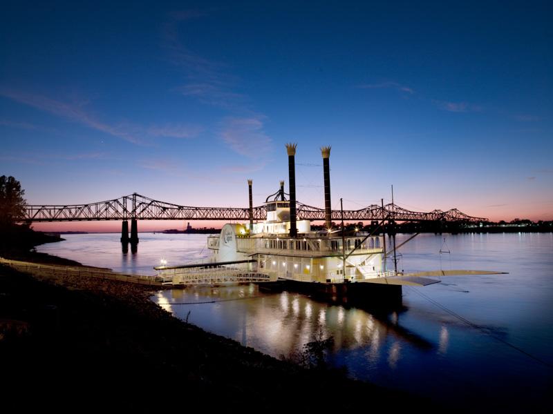 casino-boat-on-the-mississippi-river-natchez-mississippi-2.jpg