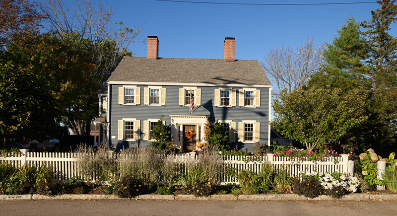 photo-colonial-home-in-new-castle-new-hampshire.jpg