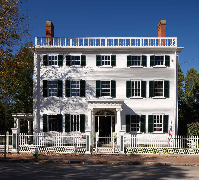photo-governor-goodwin-mansion-at-the-strawbery-banke-museum-in-portsmouth.jpg
