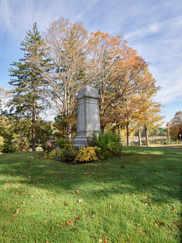 photo-monument-to-john-sullivan-in-durham-new-hampshire.jpg