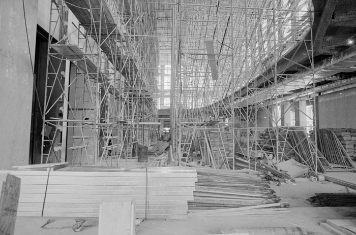 world-trade-center-new-york-city-lobby-under-construction-1971.jpg