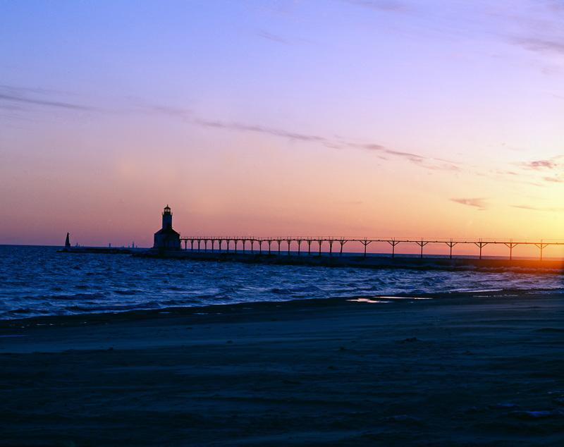 east-pierhead-lighthouse-cleveland-ohio.jpg