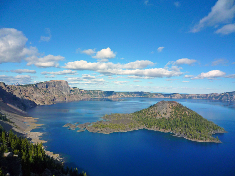 blue-sky-crater-lake-with-wizard-island-oregon.jpg