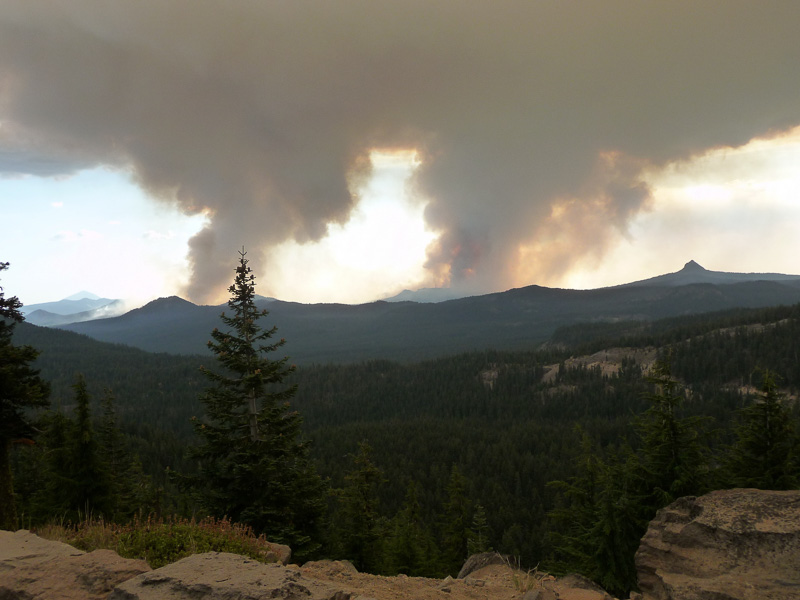 fire-near-crater-lake-oregon.jpg