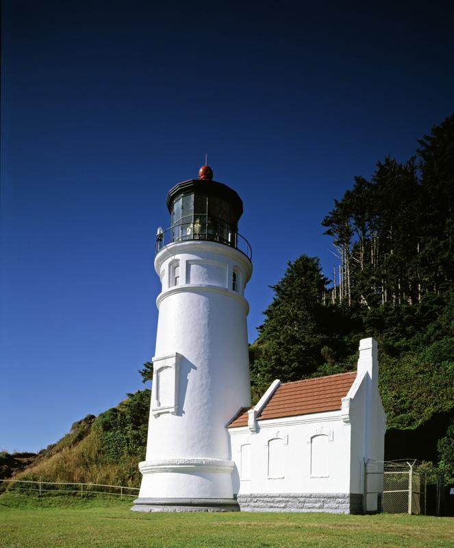 haceta-head-lighthouse-yachats-oregon-photo.jpg