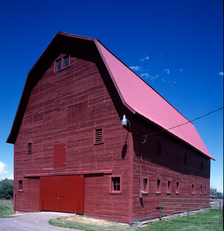 james-buckles-red-barn-joseph-oregon-photo.jpg