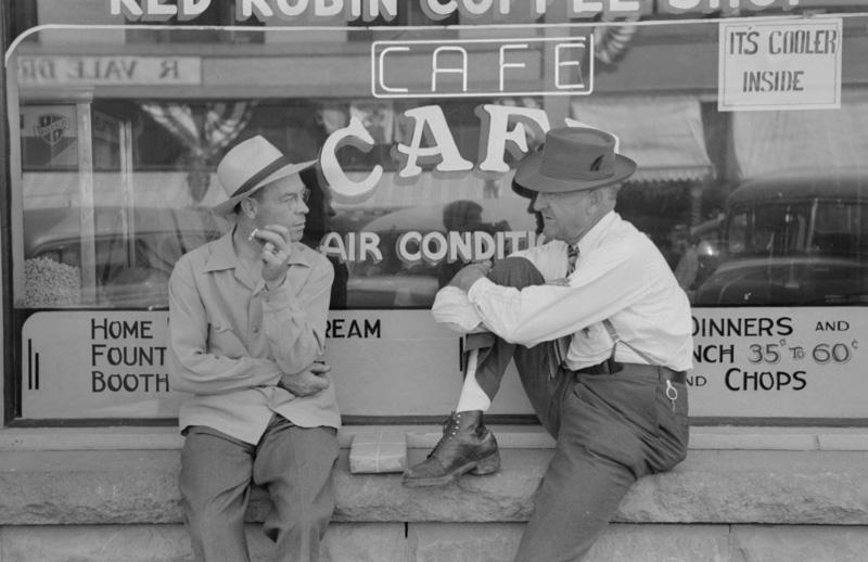 street-scene-vale-oregon-photo-in-1941.jpg