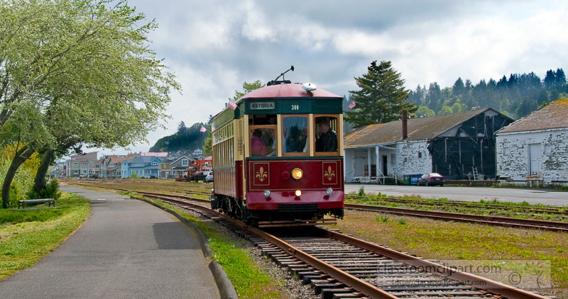 trolley-car-astoria-oregon-photo-347bc.jpg