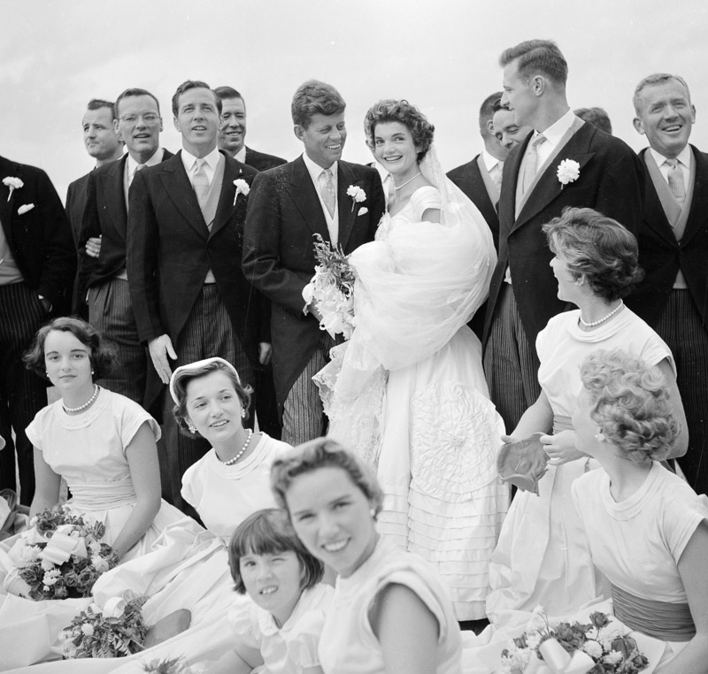 photo-jackie-bouvier-kennedy-and-john-f.-kennedy-in-wedding-attire-with-members-of-the-wedding-party.jpg