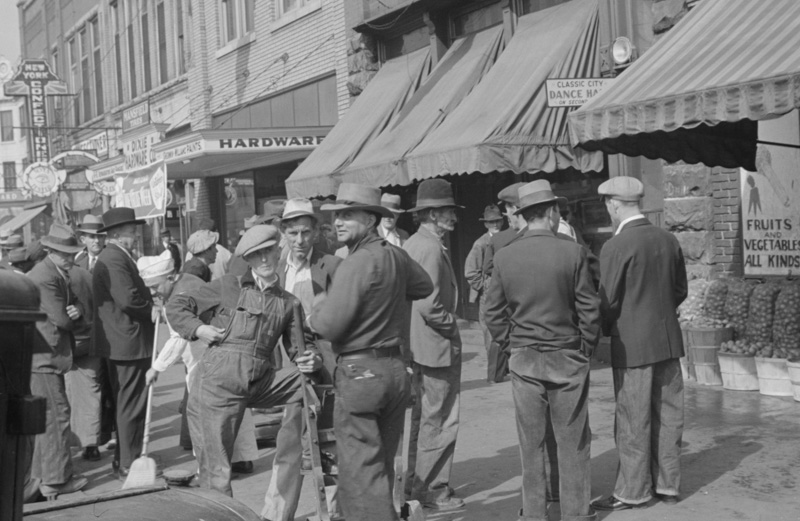 Middlesboro-Kentucky-Men-in-town.jpg