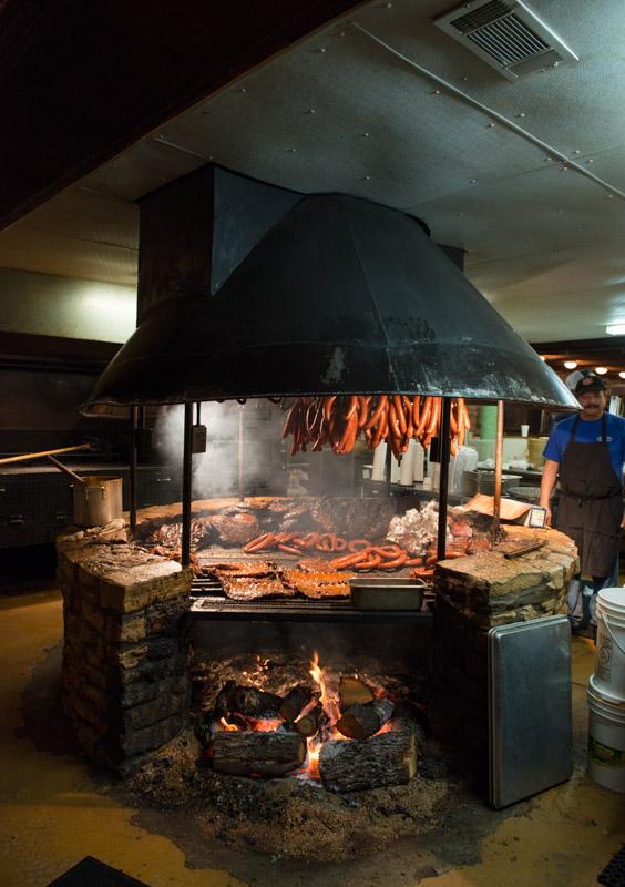 photo-barbecue-pit-at-the-original-salt-lick-bbq.jpg