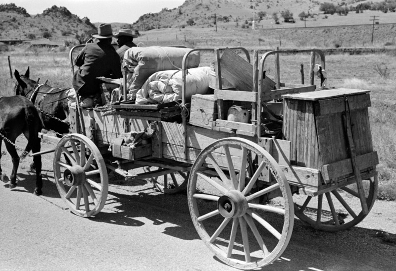photo-chuck-and-bedroll-wagon-of-the-tank-gang-on-the-highway-near-marfa-texas-1939.jpg