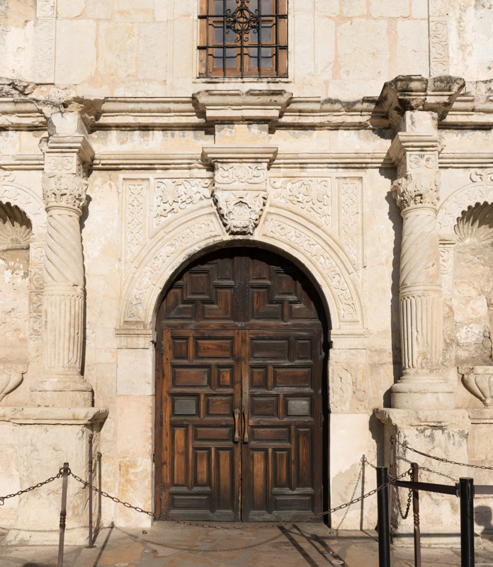 photo-doorway-to-the-alamo-an-18thcentury-mission-church-in-san-antonio-texas.jpg