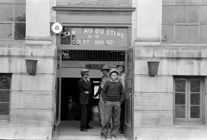 photo-entrance-to-courthouse-san-augustine-texas-1939.jpg