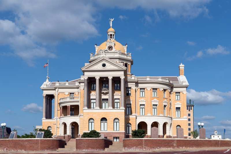 photo-harrison-county-courthouse-in-marshall-texas.jpg