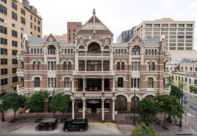 photo-historic-driskill-hotel-in-downtown-austin-texas.jpg