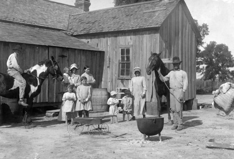 photo-itinerant-texas-farmers-who-rent-a-farm-for-a-year-or-so-1913.jpg