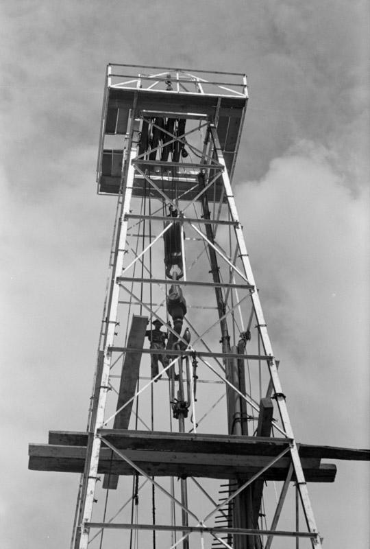 photo-oil-well-kilgore-texas-1939.jpg