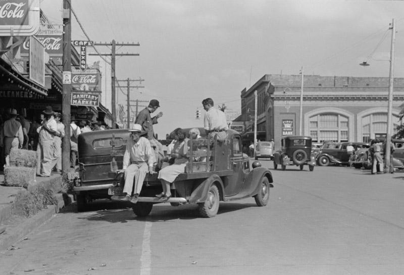 photo-street-scene-san-augustine-texas.jpg