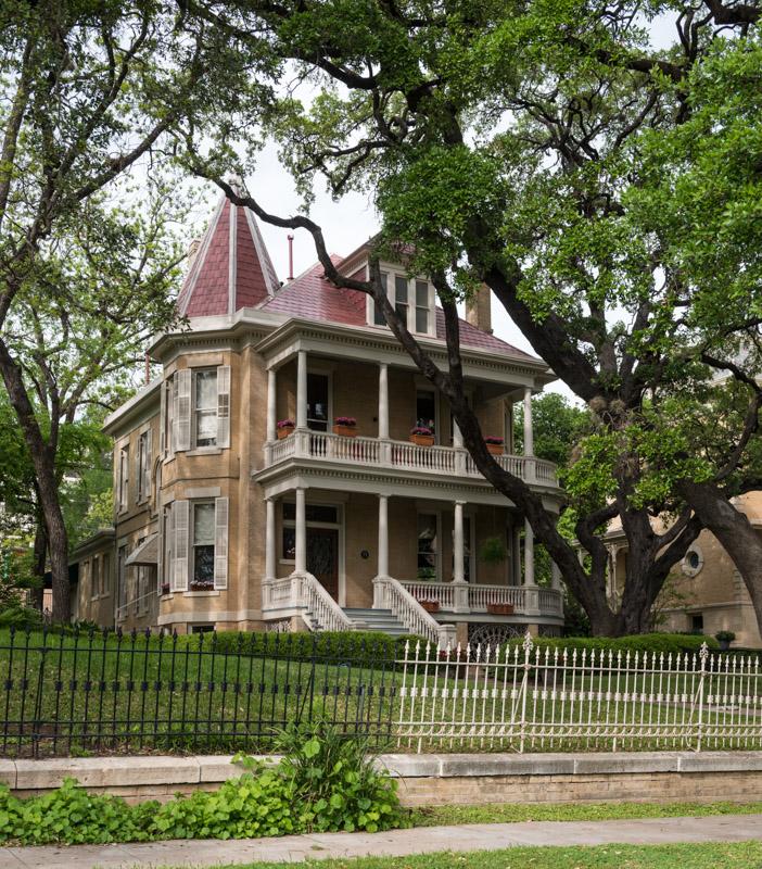 photo-victorian-home-austin-texas.jpg