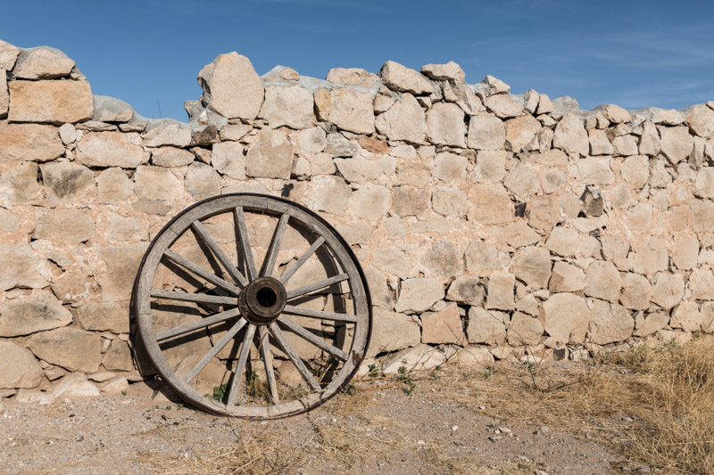 photo-wagon-wheel-and-remnants-of-an-old-wall.jpg