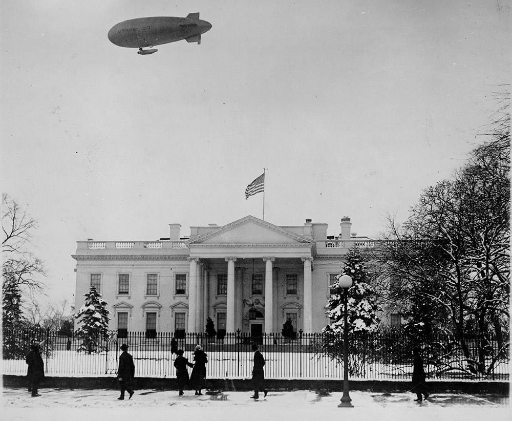 c-7-blimp-passing-over-the-white-house-1921.jpg