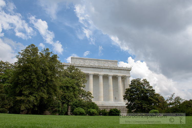 side-view-of-the-lincoln-memorial-3625.jpg