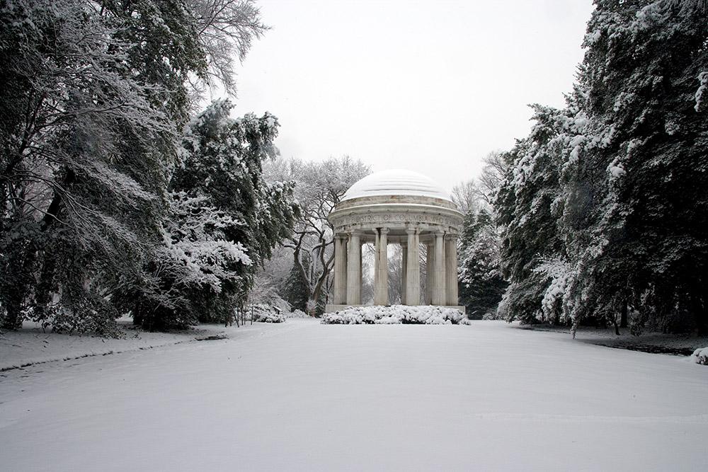 snow-covered-world-war-i-memorial-in-washington-dc.jpg