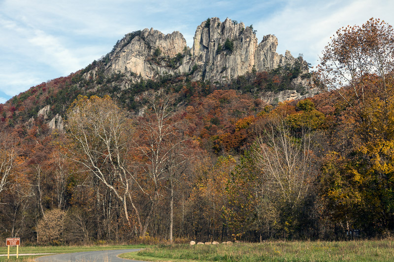 photo-seneca-rocks-a-large-crag-and-local-landmark-in-pendleton-county.jpg