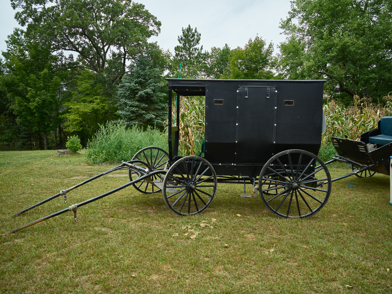 amish-familys-wagons.jpg
