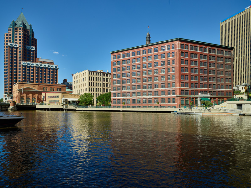 milwaukee-river-in-milwaukee-wisconsin-1.jpg