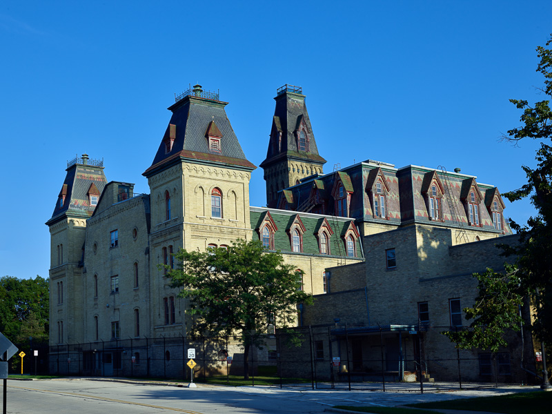old-main-building-of-the-milwaukee-soldiers-home.jpg