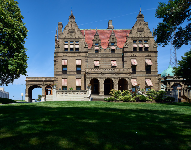 pabst-mansion-one-of-milwaukee-wisconsins-most-notable-landmarks-2.jpg