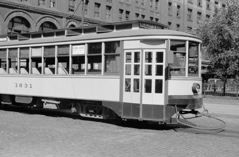 streetcar-minneapolis-minnesota-1939.jpg