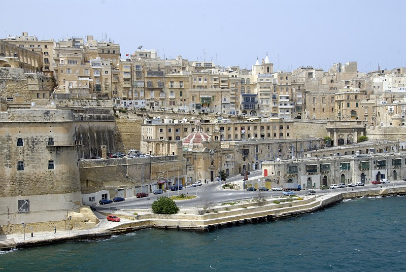 malta-walled-city-harbor-2_111a.jpg