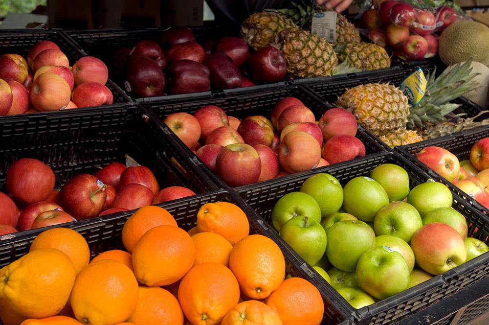 apples_oranges_in_crates_823.jpg