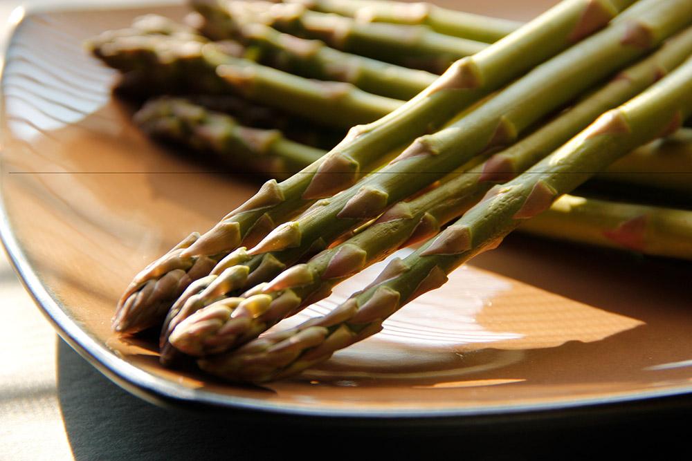 asparagus_on_plate_236.jpg