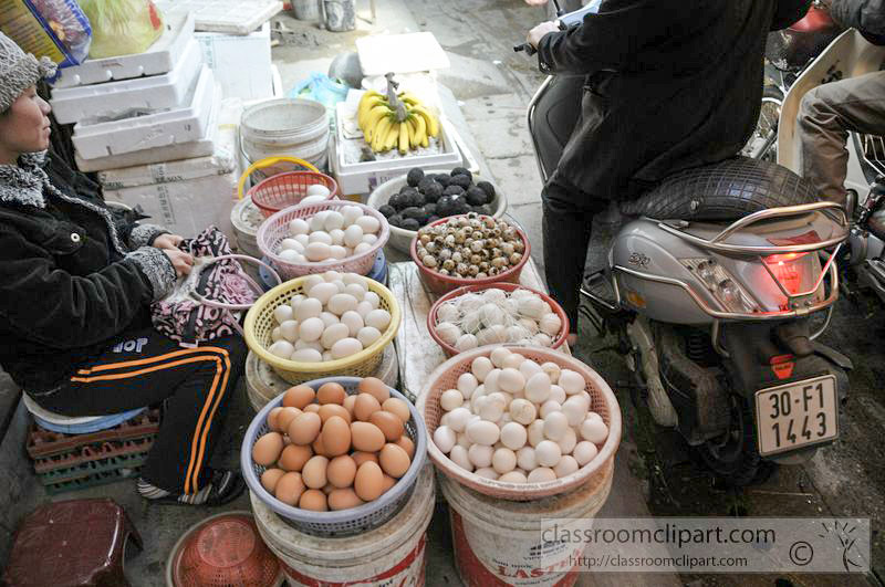 variety-of-eggs-in-baskets-at-a-local-markets-9226.jpg