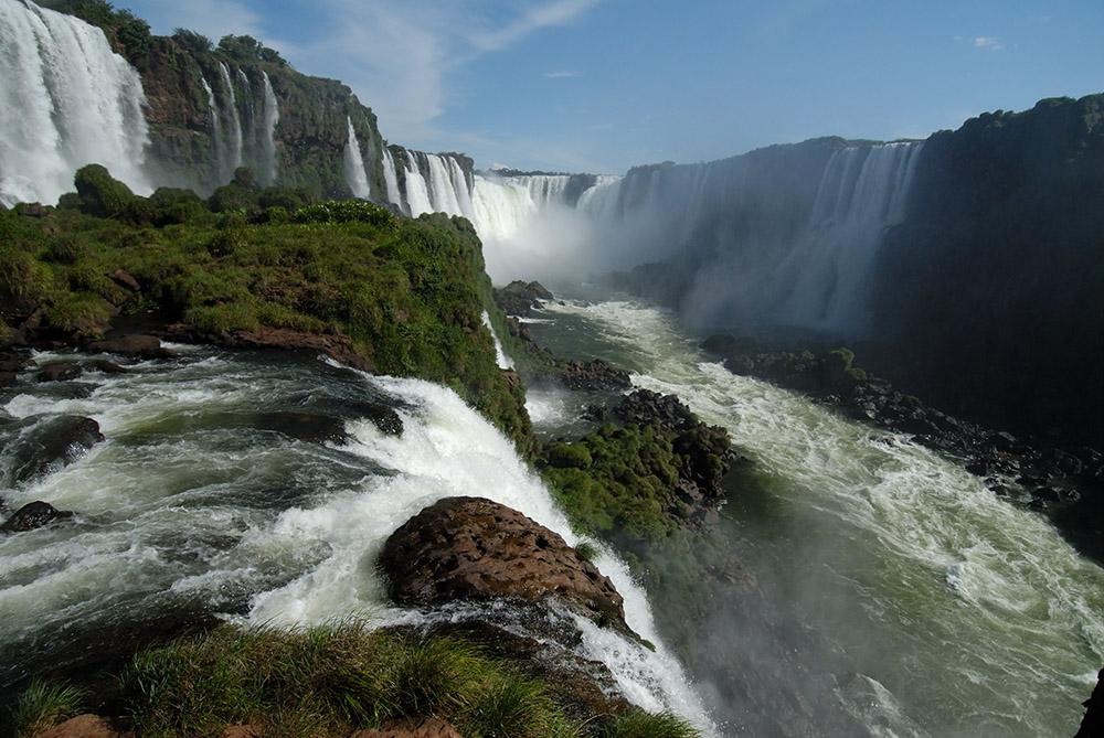 closet-view-of-iguazu-falls.jpg