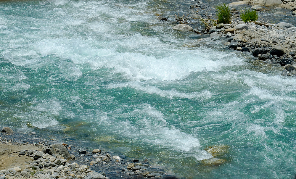 crystal-blue-water-in-fast-moving-stream.jpg