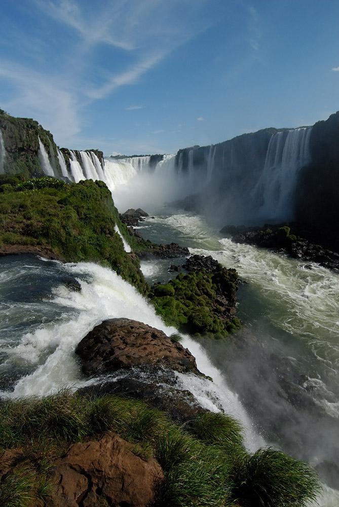 fast-moving-water-iguazu-falls-of-the-iguaz-river.jpg