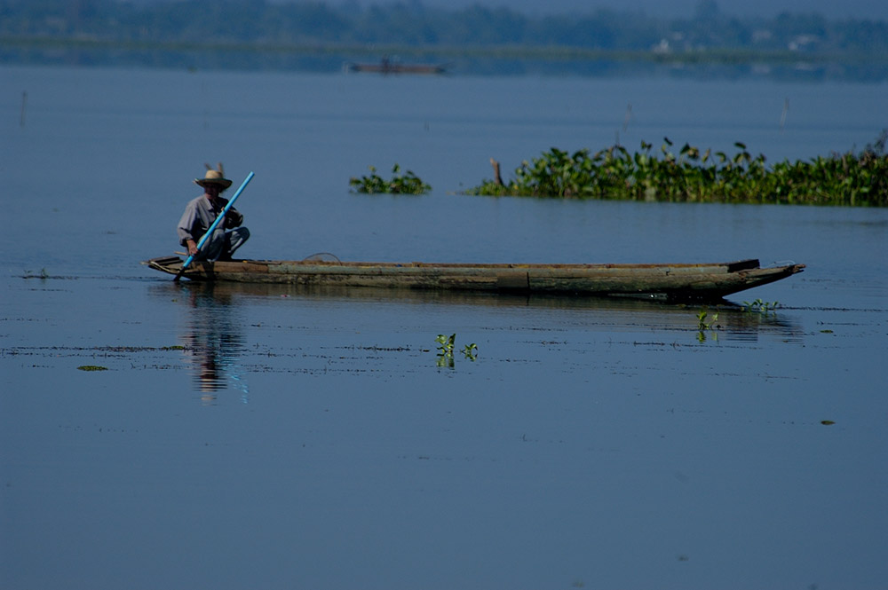man-in-a-traditional-boat-on-lake-in-thailand.jpg